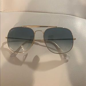 Barely worn Ray-ban large-framed gradient aviators